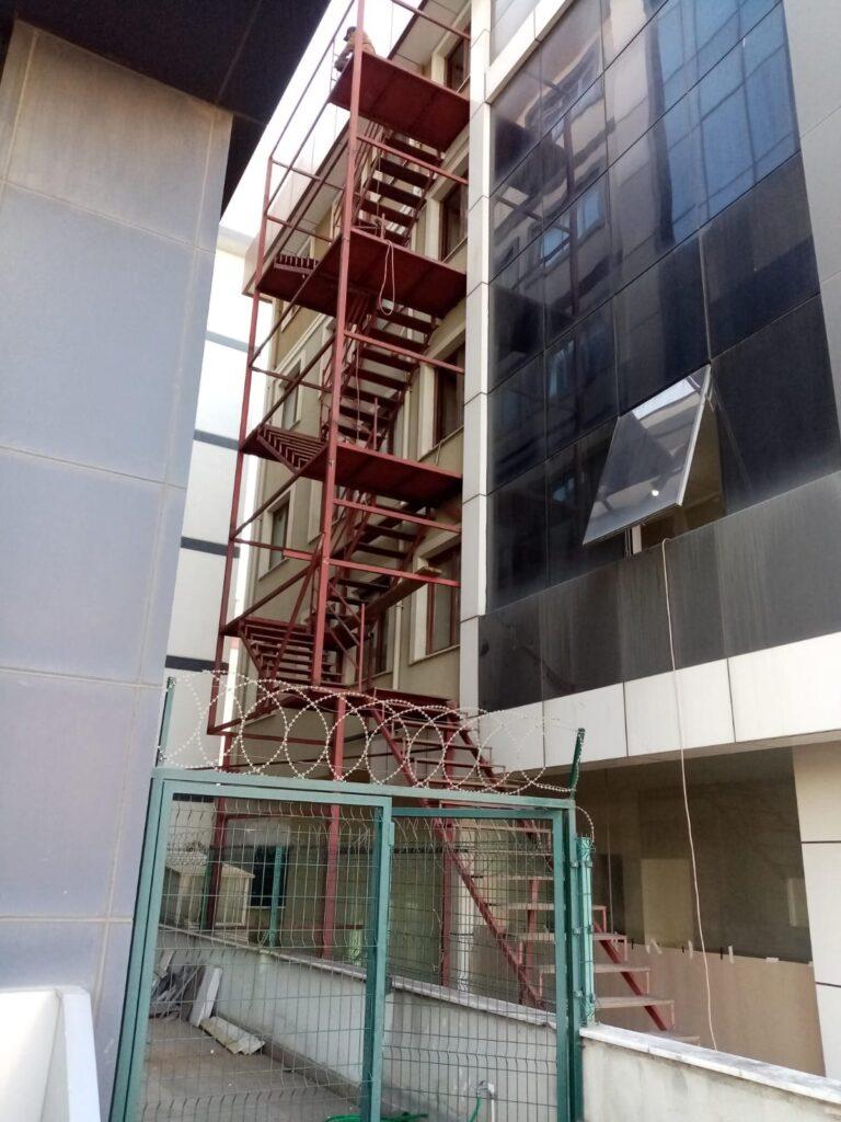 Mimari Tasarımda Yangın Merdiveni