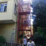 z tipi yangın merdiveni uygulama